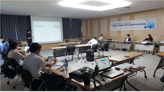 ▲한국가스안전공사가 23일 오송컨벤션센터에서 개최한 '이동식 수소충전소 국제표준 전문가 워크숍' 모습. (사진제공=한국가스안전공사)