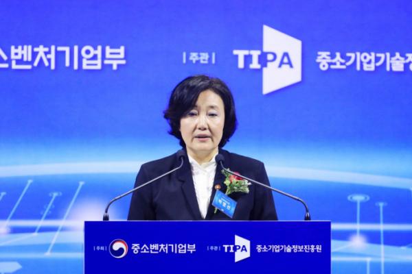 ▲2일 서울 웨스틴조선호텔에서 '중소기업 혁신 네트워크 포럼' 출범 축사를 하고 있다. (사진제공=중기부)