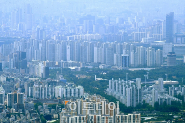 ▲서울 강남 일대 아파트 단지 밀집지역. 신태현 기자 holjjak@ (이투데이DB)