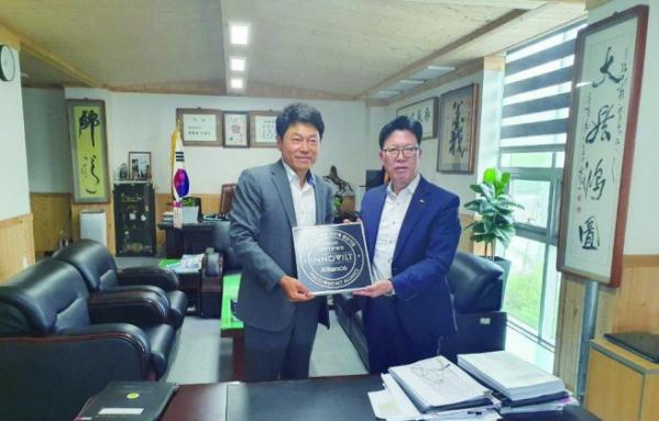 ▲(왼쪽부터) 케이에스아이 채종술 대표, 포스코 김상균 상무