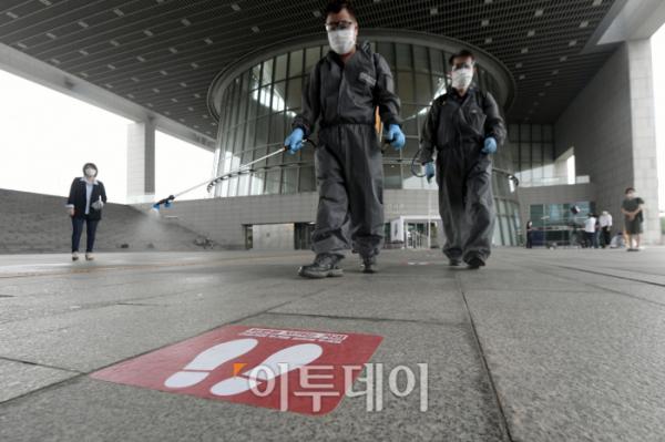 ▲지난 7월 방역작업을 벌이고 있는 국립중앙박물관의 모습. (이투데이DB)