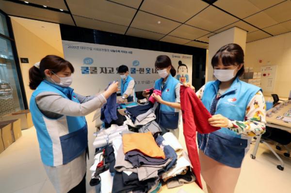 ▲대우건설은 지난 17일부터 3일간 서울 중구 을지로 본사에서 '쿨쿨자고 있는 쿨한 옷 나눔캠페인'을 열었다. (사진 제공=대우건설)