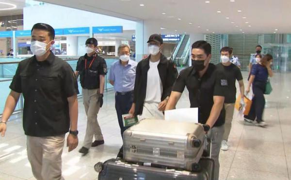 ▲손흥민이 2019-20시즌 일정을 마치고 28일 오후 인천국제공항을 통해 귀국하고 있다. (연합뉴스)