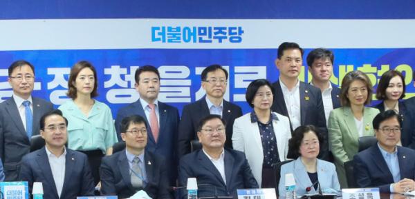 ▲당정청이 31일 국회에서 제8차 을지로 민생현안회의를 열었다. (연합뉴스)
