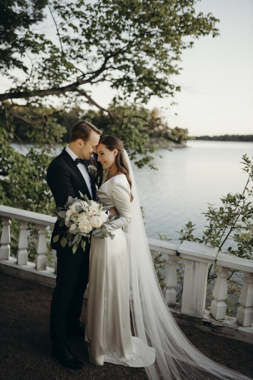 ▲핀란드 총리 산나 마린이 1일(현지시간) 16년 된 파트너와 결혼식을 올렸다. 헬싱키/EPA연합뉴스