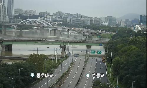 ▲6일 오전부터 동부간선도로 의정부 방향 성수JC→성동JC 구간 차량이 전면 통제되고 있다. 사진은 오후 3시께 동부간선도로 상황. (서울시 교통정보 시스템 CCTV)