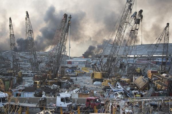 ▲4일(현지시간) 두 차례의 대규모 폭발이 발생한 이후 레바논 수도 베이루트의 항구 모습. 베이루트/AP연합뉴스