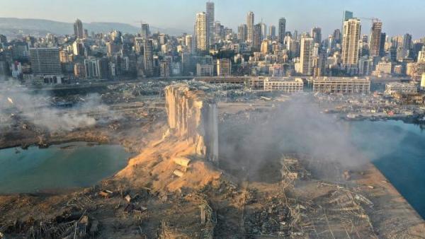 ▲드론이 상공에서 찍은 레바논 베이루트 대폭발 현장 잔해.   (베이루트/AP연합뉴스)