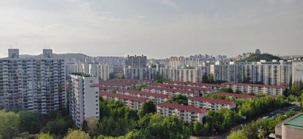 ▲서울 양천구 목동 하나프라자에서 바라본 목동 일대 아파트 밀집지역 전경.