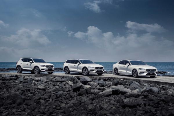 ▲(오른쪽부터) 볼보 마일드 하이브리드 S60, 크로스컨트리(V60), XC40  (사진제공=볼보자동차코리아)