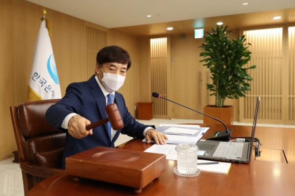 ▲지난달 열린 금융통화위원회에서의 이주열 총재 모습 (사진제공=한국은행)