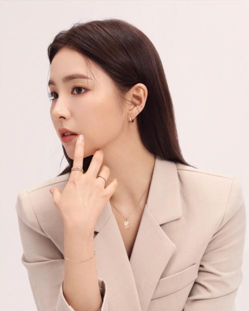 신세경 화보, 우아한 미모…'눈 뗄 수 없는 아름다운 옆태'