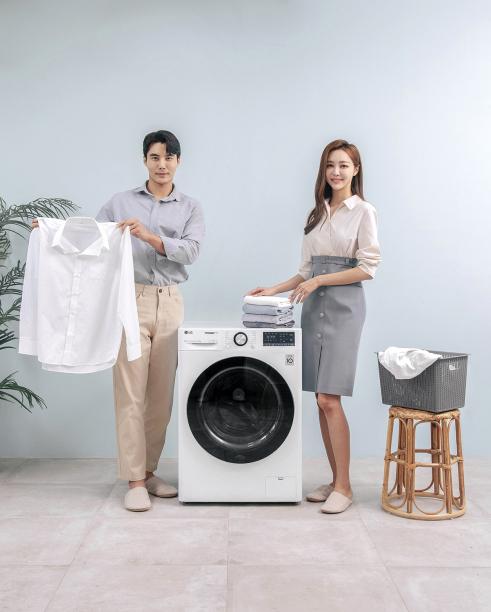 ▲LG전자가 지난해 10월 출시한 인공지능 DD(Direct Drive)세탁기 'LG 트롬 세탁기 씽큐' (사진제공=LG전자)