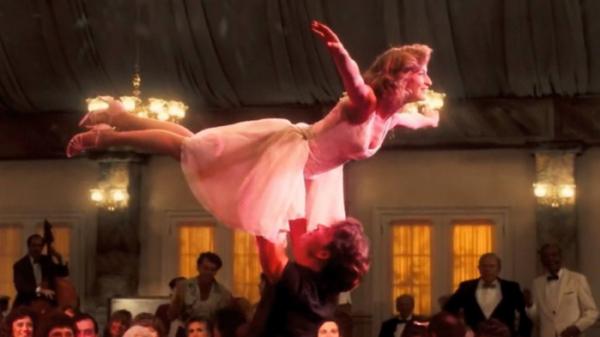 ▲영화 '더티 댄싱'에서 프란시스는 마침내 리프트 자세를 멋지게 성공한다. (출처=네이버 영화 )