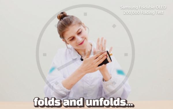 ▲삼성디스플레이가 폴더블 디스플레이에 대한 소비자들의 이해 돕도록 유튜브 영상콘텐츠 제작에 나섰다. (사진제공=삼성디스플레이)