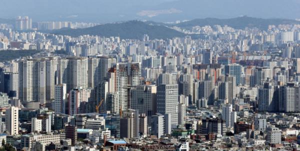 ▲남산 N서울타워에서 바라본 서울 시내 아파트의 모습이다.  (연합뉴스)