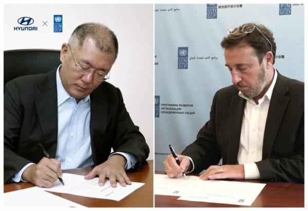 ▲정의선 현대차그룹 수석부회장(왼쪽)과 UNDP 아킴 스타이너(Achim Steiner) 사무총장이 온라인으로 진행된 업무 협약식에 참석해 협약을 체결했다.  (사진제공=현대차)