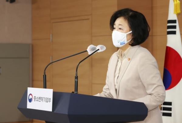 ▲박영선 중기부 장관이 23일 정부서울청사에서 브리핑을 하고 있다. (사진제공=중기부)
