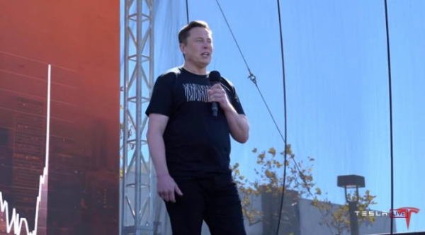 ▲22일(현지시간) 미국 전기차 업체 테슬라의 배터리데이 행사에서 일론 머스크가 발언하고 있다.  (연합뉴스)