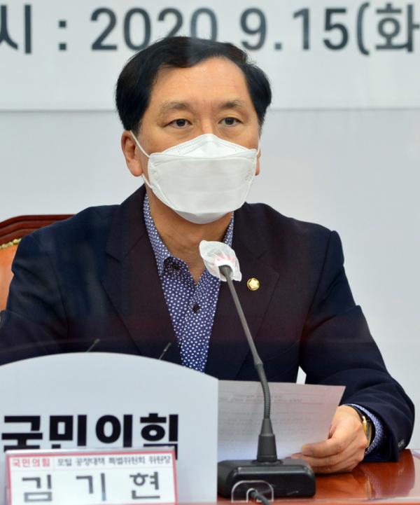 ▲김기현 국민의힘 포털공정대책 특별위원장이 15일 서울 여의도 국회에서 열린 포털공정대책 특별위원회 임명장 수여식 및 제1차 회의에서 발언하고 있다. 한편 김 의원은 통일부로부터 제출받은 자료를 공개해 한국 정부가 18번 대북지원을 하는 동안 북한이 26번의 미사일 도발을 시행했다고 밝혔다. (연합뉴스)