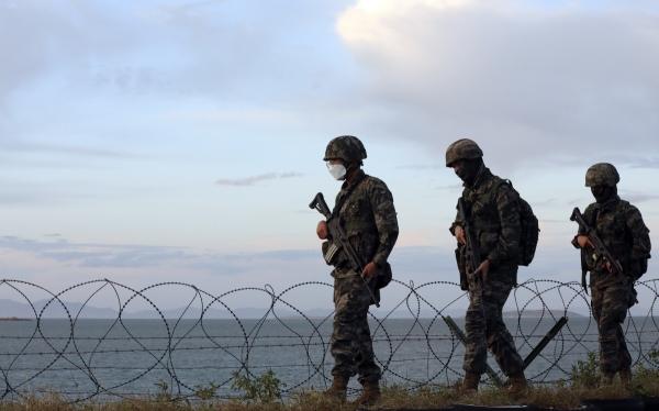 ▲인천 옹진군 연평도에서 24일 해병대 장병들이 경계근무를 하고 있다. 뉴시스