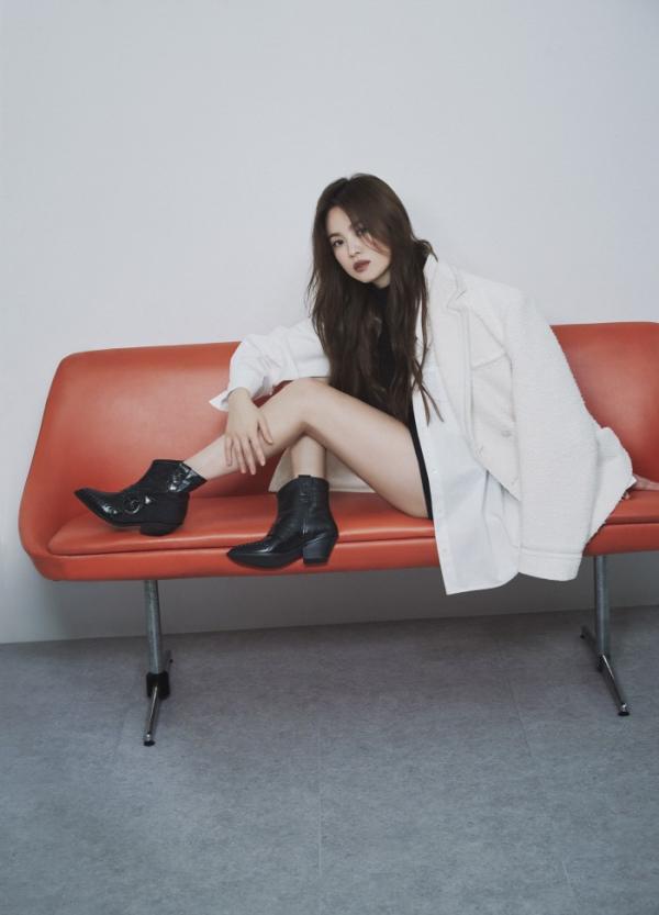 송혜교 화보, 나이 잊은 동안 비주얼…고급진 우아美