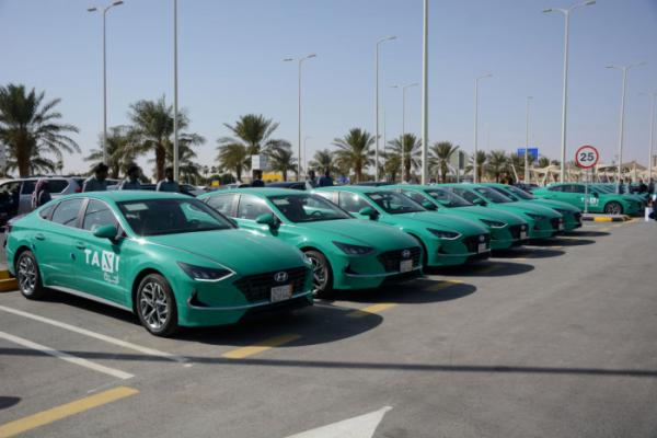 ▲현대자동차가 올해 초 사우디아라비아에 인도한 신형 쏘나타 택시가 줄지어 서있다.  (사진제공=현대차)