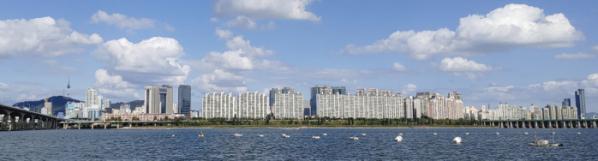 ▲서울 여의도 한강변 맞은편으로 아파트 단지들이 밀집해 있다.