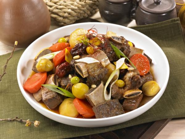 ▲명절에 많이 먹는 소갈비찜은 1인분(300g) 당 494칼로리다. 또한, 돼지갈비찜은 1인분(300g) 당 581칼로리다. 갈비찜은 육류인데다가 기름진 음식이기 때문에 칼로리가 높은 편이다. (게티이미지뱅크)