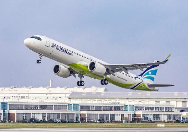 ▲에어부산 에어버스 A321LR 항공기. (사진제공=에어부산)
