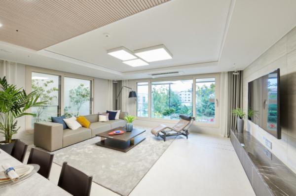 ▲영흥공원 푸르지오 파크비엔 전용면적 117㎡B타입에는 파노라마뷰가 가능한 3면 개방형 구조의 거실이 적용됐다.