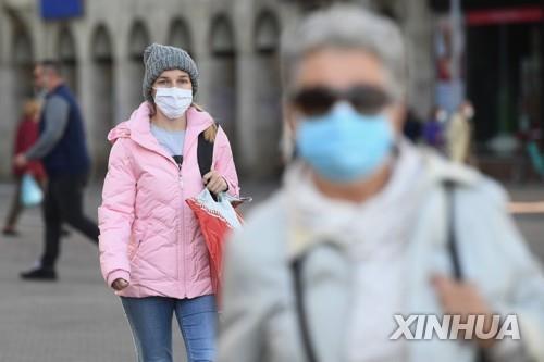 ▲마스크 착용한 크로아티아 시민들. (신화=연합뉴스)