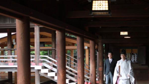 ▲야스쿠니신사 방문한 아베 신조 전 총리.  (아베 트위터 캡처)