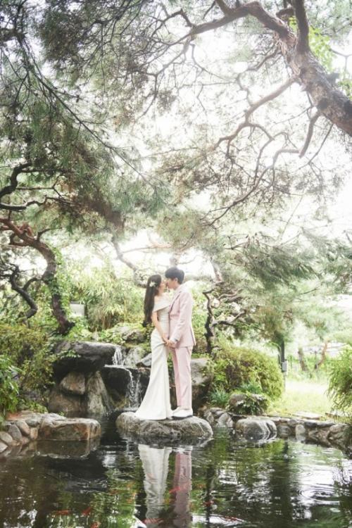 지숙 결혼, 이두희와 10월 31일 백년가약…♥넘치는 웨딩 화보 '눈길'