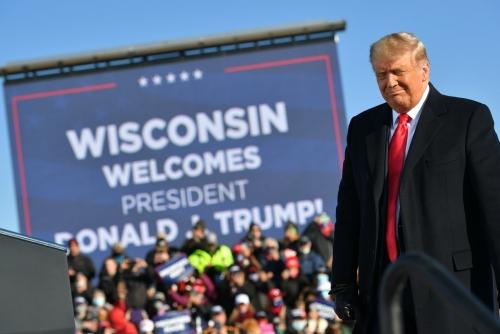 ▲도널드 트럼프 미국 대통령이 30일(현지시간) 위스콘신주 그린베이 공항에서 유세했다. 그린베이/AFP연합뉴스