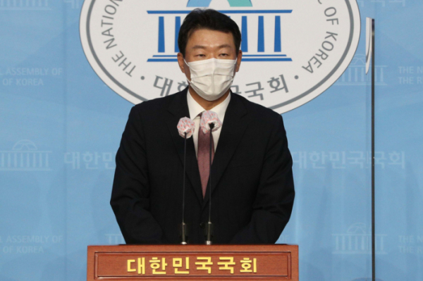 ▲윤희석 국민의힘 신임 대변인이 9월 10일 오후 서울 여의도 국회 소통관에서 취임인사를 하고 있다. (뉴시스)