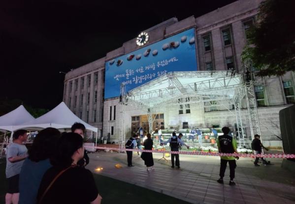 ▲서울광장에 고 박원순 서울시장의 시민분향소가 차려지고 있다.  (뉴시스)