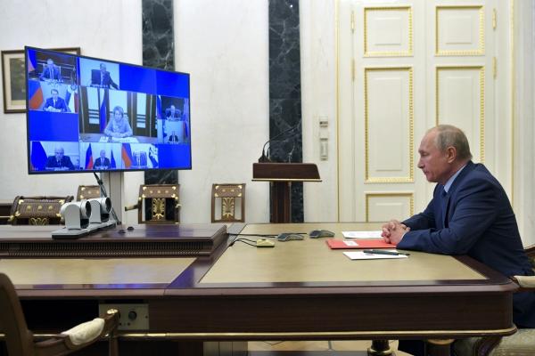 ▲블라디미르 푸틴 러시아 대통령이 16일(현지시간) 모스크바에서 화상 안보회의에 참석하고 있다. 모스크바/AP뉴시스