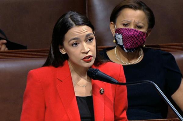 ▲알렉산드리아 오카시오코르테스 연방 하원의원이 7월 23일(현지시간) 워싱턴 의회에서 연설을 하고 있다. (AP/뉴시스)