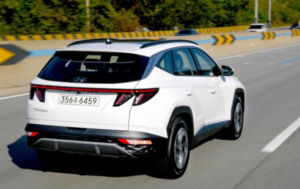 ▲하이브리드 모델은 1.6가솔린 터보 하이브리드 엔진을 얹어 최고 출력 180마력, 최대 토크 27kgㆍm의 힘을 낸다.  (사진제공=현대차)