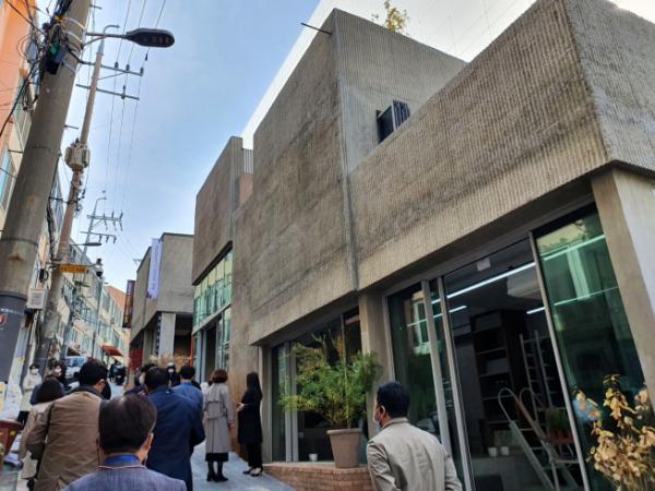 ▲올해 '서울시는 26일 '2020 건축문화투어'를 진행했다. 올해 '서울시 건축상 최우수상'을 수상한 서울 중구 '중림창고' 전경.  (사진=정용욱 dragon@)