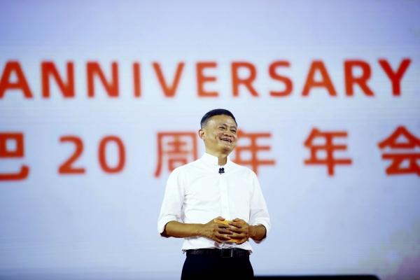 ▲알리바바그룹홀딩의 마윈 설립자가 지난해 9월 10일 항저우에서 열린 회사 창립 20주년 기념식에서 연설하고 있다. 항저우/AP뉴시스