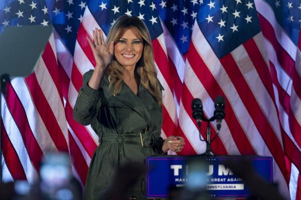 ▲멜라니아 트럼프 여사가 27일(현지시간) 미국 펜실베니아주 앳글런에서 첫 선거 유세를 하고 있다. 앳글런/AP뉴시스