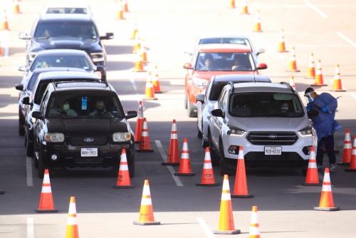 ▲미국 텍사스주 앨 파소에서 9일(현지시간) 드라이브 스루 방식으로 코로나19 검사를 진행하고 있다. 앨 파소/로이터연합뉴스