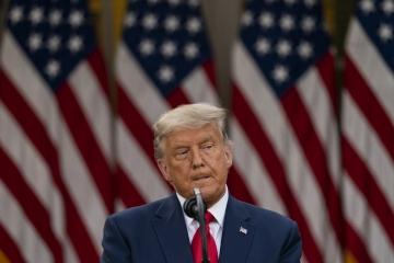 ▲도널드 트럼프 미국 대통령이 13일(현지시간) 백악관 로즈가든에서 기자회견을 하고 있다. 워싱턴/AP연합뉴스