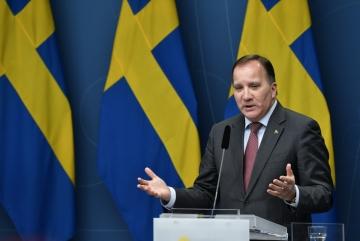 ▲스테판 뢰벤 스웨덴 총리가 11일(현지시간) 스웨덴 스톡홀름에서 코로나19 확산 예방을 위한 신규 조치에 관해 기자회견을 하고 있다. 스톡홀름/AP뉴시스