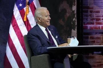 ▲조 바이든 미국 대통령 당선인이 17일(현지시간) 델라웨어주 윌밍턴에 있는 더 퀸 극장에서 국가안보 관련 화상 브리핑에 참석하고 있다. 윌밍턴/AP뉴시스