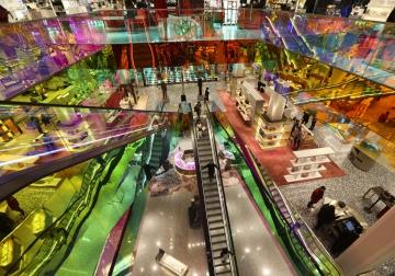 ▲블랙프라이데이 당일인 27일(현지시간) 미국 뉴욕의 삭스 피프스 애비뉴 백화점이 예년보다 한산한 모습을 보이고 있다. 뉴욕/신화뉴시스