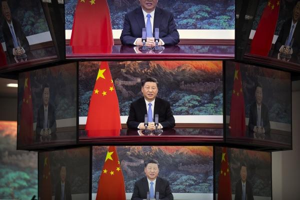 ▲시진핑 중국 국가주석이 4일 상하이에서 열린 국제수입박람회(CIIE) 개막식에서 화상으로 기조연설을 하는 장면이 모니터로 방영되고 있다. 상하이/AP뉴시스