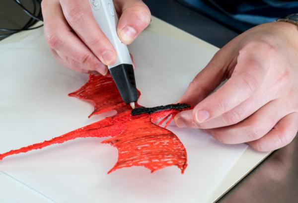▲3D펜은 평면에서만 만날 수 있던 그림을 입체로 생동감 있게 만든다.  (게티이미지뱅크)